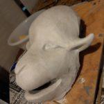 制作途中のラクダの仮面(粘土の造形に和紙を貼った状態)